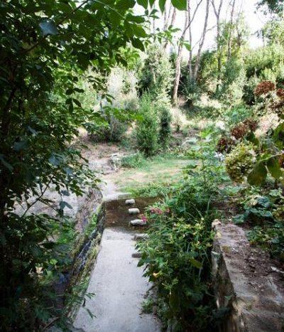 il ruscello che scorre vicino al mulino