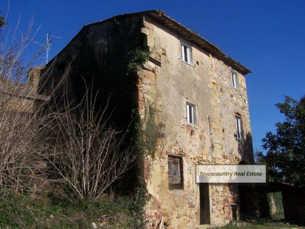 Borgo da recuperare in vendita vicino Buti Toscana - Real ...